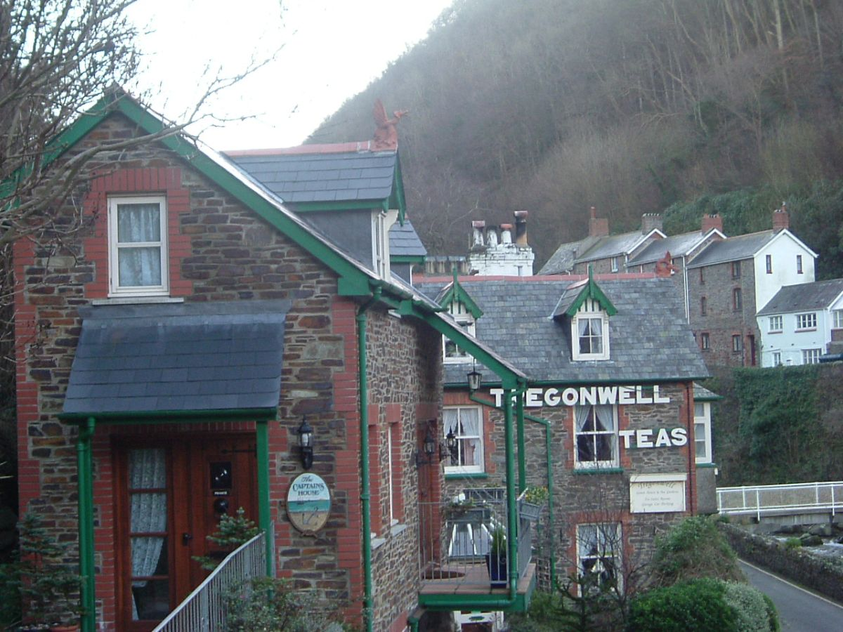 The Captains Lodge dragon finial lynton and lynmouth devon